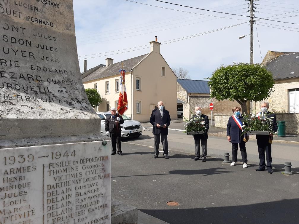 Monument morts_depot de gerbes_08.05.2020